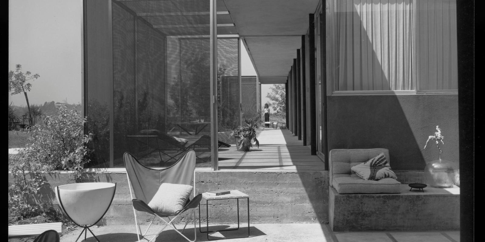 Exterior of Shulman House, 1950 (World Heritage Site). © J. Paul Getty Trust. Getty Research Institute, Los Angeles (2004.R.10)