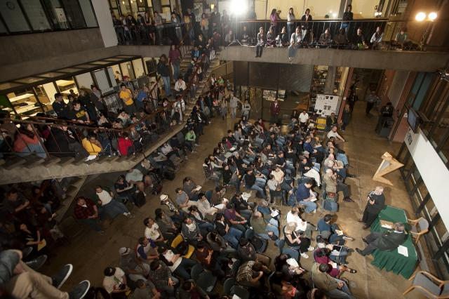 TED founder and former ENV dean Richard Wurman lectures in Atrium, January 2012
